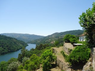 Douro Valley Farmhouse - Stunning Views - Private Pool - 4 bedrooms - Sleeps 8