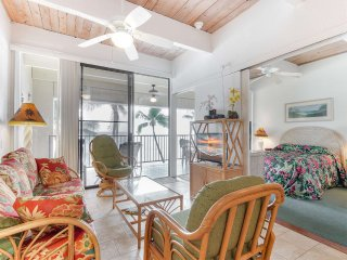 Oceanfront Bliss in Kona! Private Lanai, Kitchen Ease, Washer/Dryer, WiFi–Kona