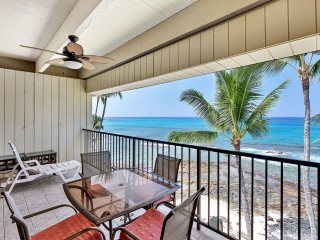Ocean's Edge Splendor! Large Lanai, Kitchen, Washer/Dryer, WiFi–Kona Bali Kai