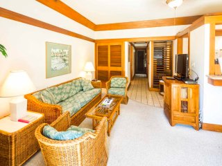 Homey Poipu Condo w/Island Decor, WiFi, Kitchen, Lanai to Lawn–Kiahuna