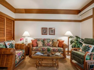 Live It Up Island-Style! Lawn to Lanai, WiFi, Ceiling Fans–Kiahuna Plantation