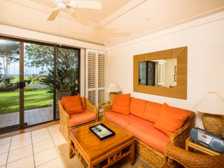 Kauai Magic! Lanai to Lawn, Modern Kitchen, WiFi, Flat Screen–Kiahuna