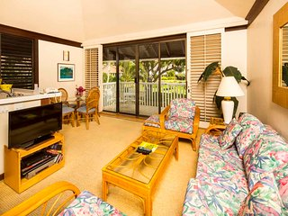 Cozy Suite w/Island Decor, Lanai, Open Kitchen, WiFi–Kiahuna Plantation #2040