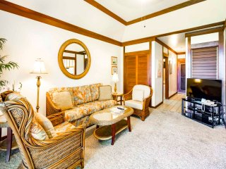 Comforts of Home+Lanai to Lawn, WiFi, Flat Screen, Kitchen–Kiahuna Plantation