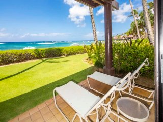 Steps from Surf! Modern Open Kitchen, Lanai to Lawn, WiFi–Kiahuna Plantation