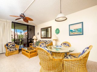 Casual Courtyard View Condo w/Kitchen Updates, WiFi, Washer/Dryer–Kamaole Sands
