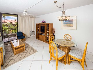 Roomy West Maui Suite w/Cool Tile Floors, WiFi, Full Kitchen–Kamaole Sands 3205