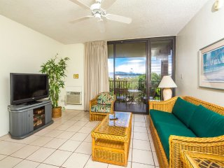 Mellow Vibe Suite w/Island Decor, Kitchen Ease, Lanai, WiFi, AC–Kamaole Sands
