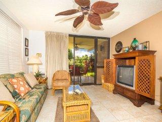 Upgraded Condo w/Open Kitchen, Ground Floor Lanai, WiFi–Kamaole Sands 4102