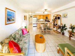 Open, Airy Rental w/Modern Kitchen, WiFi, AC, Lawn Off Lanai–Kamaole Sands 4111