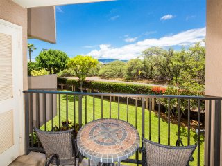 Tropical Decor+Haleakala View! WiFi, Kitchen Ease, Lanai–Kamaole Sands 4209