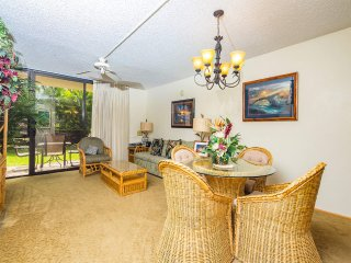 Casual w/Homey Touches! Kitchen Ease, WiFi, AC, Lanai to Lawn–Kamaole Sands 9101