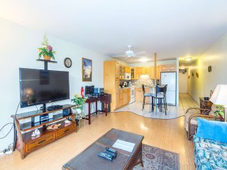 Open-Style Condo w/Chic Kitchen+Dining Area, WiFi, Lanai–Kamaole Sands 9206