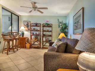 Beach View Bliss! Spacious Suite w/Island Touches, Kitchen, WiFi–Kamaole Sands