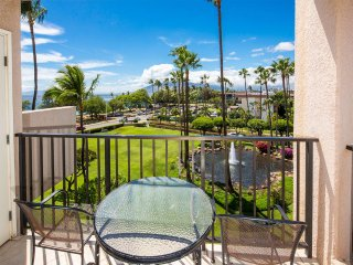 Roomy Maui Suite w/Loft, Relaxing Lanai, Kitchen Ease, WiFi–Kamaole Sands 10408
