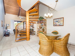 Space+Lush Scenery! 2 Levels w/Kitchen, Washer/Dryer, Lanai–Kamaole Sands 10411