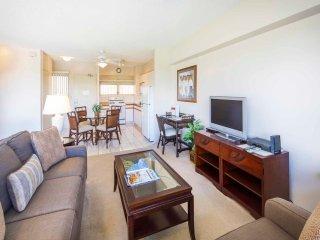 Primo View Beach Condo w/Washer/Dryer, Free WiFi, Kitchen–Waikiki Shore  #716