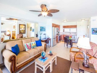 Beach View+Vibe! Highly Upgraded w/Gourmet Kitchen, WiFi, Lanai–Waikiki Shore