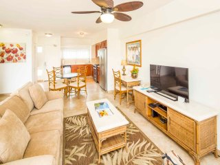Watch the Surf! Enjoy Free WiFi, Updated Kitchen, Island Decor–Waikiki Shore