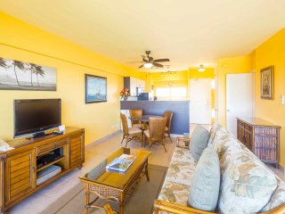 Suite Paradise! Enjoy fiery sunsets, Free WiFi, Full Kitchen–Waikiki Shore #1008