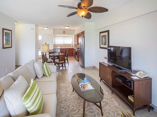 Airy, Casual Ocean View Suite w/Upgraded Kitchen, Free WiFi–Waikiki Shore #1406