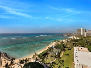 High Style w/Amazing Ocean View, Modern Kitchen, Free WiFi–Waikiki Shore  #PH06