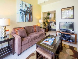 Park & Palm View Condo w/Free WiFi, Kitchen, Washer/Dryer–Waikiki Shore  #212