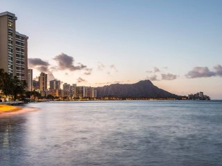 Ultra Upgrades! Beach Condo w/Gourmet Kitchen, Spa-Style Baths–Waikiki Shore