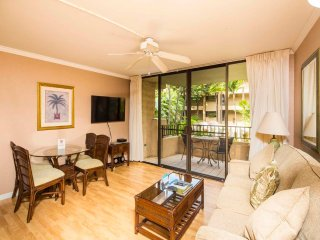 High Upgrades! Wood Floors, Gourmet Kitchen, Lanai, Flat Screen, WiFi–Paki Maui