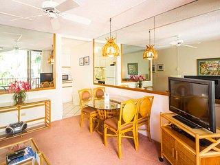 Mellow Maui Style! Lanai w/Lush View, Full Kitchen, WiFi, Flat Screen–Paki Maui