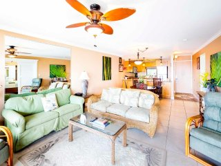 Island Chic w/Gourmet Kitchen, Flat Screen, WiFi, Lanai, Ceiling Fans–Paki Maui