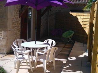 maisonnette independante avec mezzanine dans propriete avec jardin et piscine