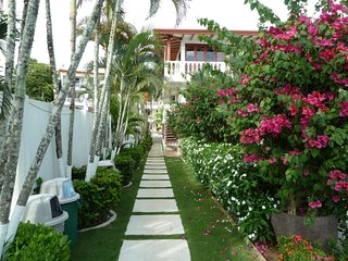 Jaco, Beach front condo kitchen, balcony, Washer/drier & free WiFi & security