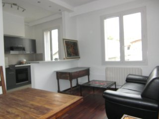 APPARTEMENT T2 MEUBLE GRAND STANDING CLIMATISE