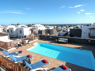 Great 4 bed villa with sea views, pool table and air con Ref LVC202786