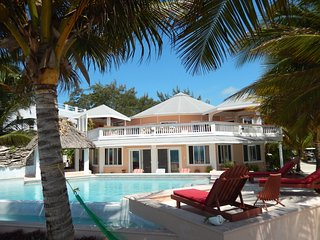 4 bedroom Luxury Villa, beautiful quiet area, easy access to town