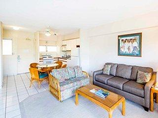 Laid-Back Charm in Beach Suite w/Full Kitchen, Free WiFi–Waikiki Shore  #416