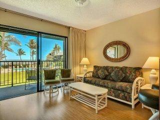 Homey Suite w/Pool+Ocean View! Open Kitchen, Lanai, Flat Screen–Molokai Shores