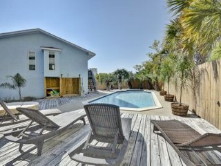 September Special! Book 3 nights get the 4th free - private home with pool