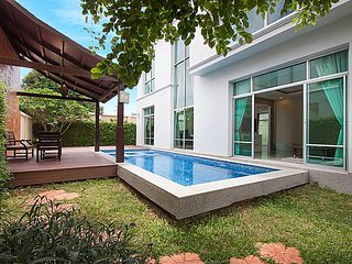 3 Bed Luxury Pool Villa sleeps 6 by HVT