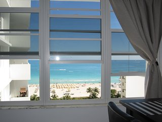 amazing direct ocean view from 1 bedroom w/direct access to the beach in lincoln