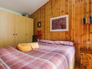 WOODEN FLAT WITH WIFI, PARKING AND FOREST VIEW