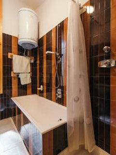 Bathroom (bathtub+shower)