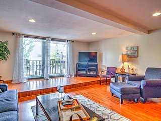 Cute Grand Haven Apartment: Walk Downtown Streets!