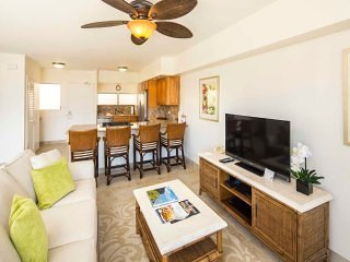 Toast the Sunset in Beachy Chic Suite w/Luxe Kitchen, Free WiFi–Waikiki Shore
