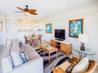 Ocean View Beauty in Tasteful Rental w/Free WiFi, Full Kitchen–Waikiki Shore