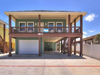 Brand new 3 bedroom 3 bath duplex in the heart of Port Aransas