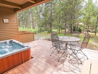 3 Bedroom Sunriver Entertainment Home with 8 SHARC Passes Included