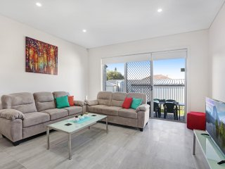 VILLA RUBINA 2A - SYDNEY Spacious 5Bdrm, Close to CBD, Linen Included Sleeps 10