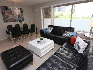Sonderland Apartments - Platous gate 29-1 (Sleeps 9 - 3 BR)
